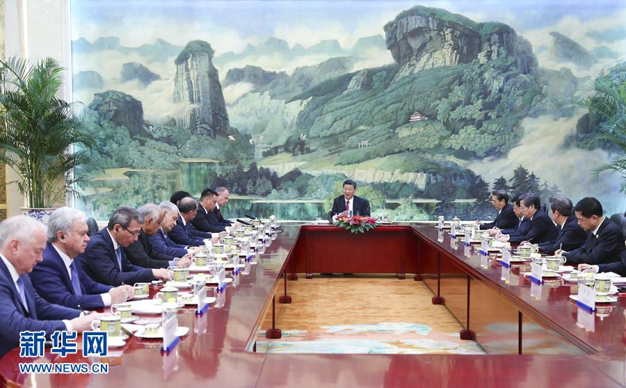 5月22日,国家主席习近平在北京人民大会堂集体会见来华出席上海合作组织成员国安全会议秘书第十三次会议的外方代表团团长。新华社记者谢环驰