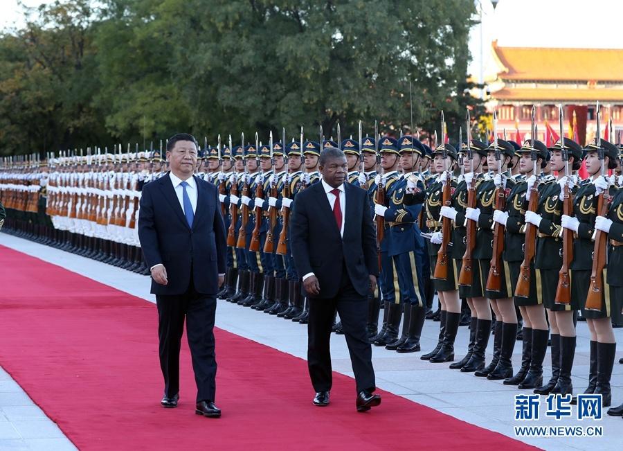 10月9日,国家主席习近平在北京人民大会堂同安哥拉总统洛伦索举行会谈。这是会谈前,习近平在人民大会堂东门外广场为洛伦索举行欢迎仪式。 新华社记者刘卫兵摄