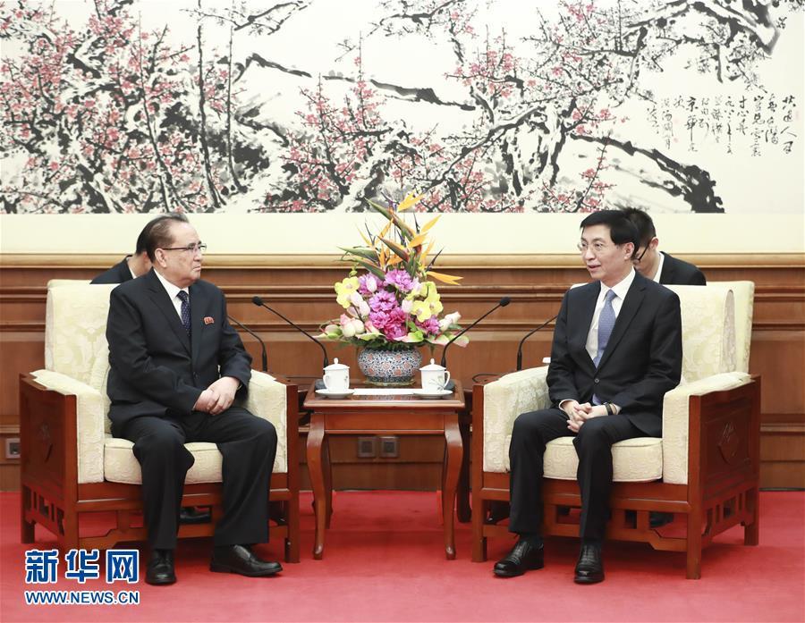 (时政)(2)朝鲜友好艺术团在京访演 栗战书、王沪宁分别出席有关活动