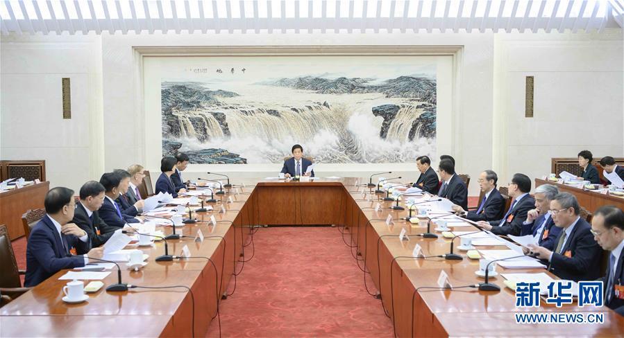 (两会)十三届全国人大二次会议主席团常务主席第一次会议举行 栗战书主持