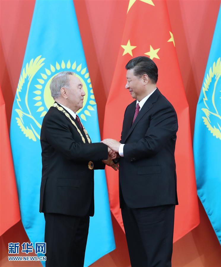 "(XHDW)(2)习近平为哈萨克斯坦首任总统纳扎尔巴耶夫举行""友谊勋章""颁授仪式"