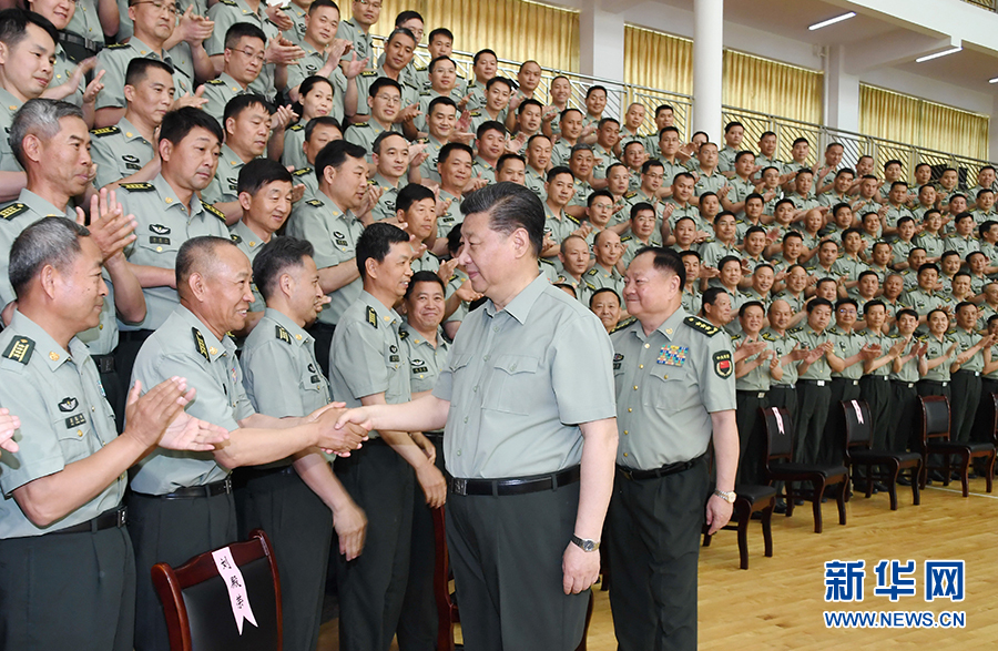 乐动体育官网视察陆军步兵学院