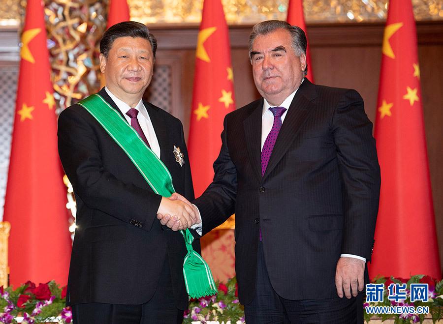 """習近平出席儀式 接受塔吉克斯坦總統拉赫蒙授予""""王冠勛章"""""""
