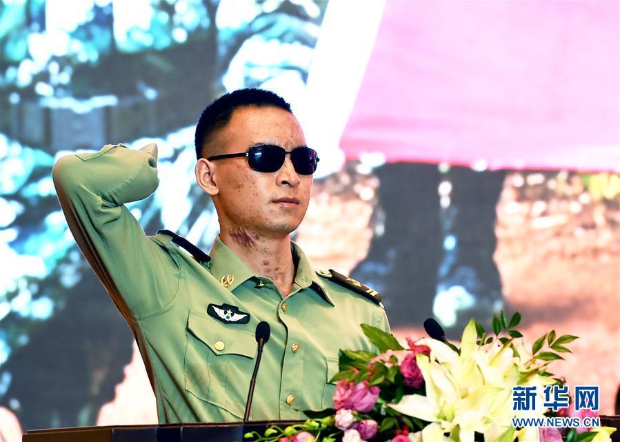 (军事)(2)杜富国同志先进事迹报告会在京举行