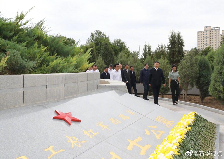 瞻仰中国工农红军西路军纪念碑和阵亡