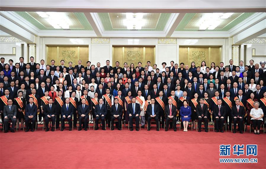 (时政)(1)习近平会见中国红十字会第十一次全国会员代表大会代表\