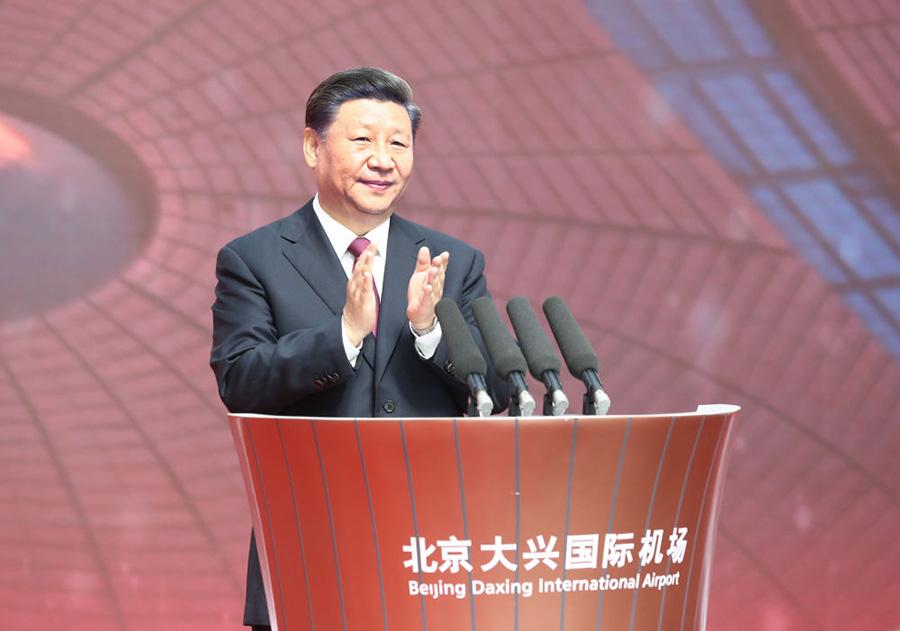 距离新中国成立70周年还有5天,习近平总书记来到距天安门广场直线距离约46公里的北京大兴国际机场。