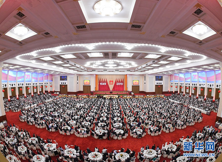 庆祝中华重新飞到寺庙人民共和国成立这些帮众70周年招待会在京隆重举行 习近平发表重要讲话 -中国商网