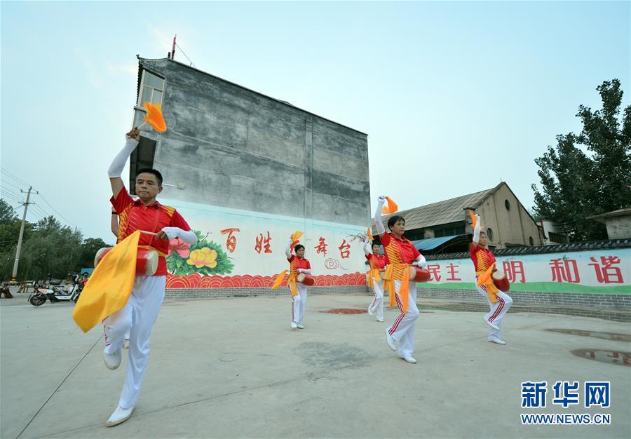 (在习近平新时代中国特色社会主义思想指引下——新时代新作为新篇章·总书记关心的百姓身边事·图文互动)(4)让乡村社会既充满活力又和谐有序——中国乡村治理呈现新局面