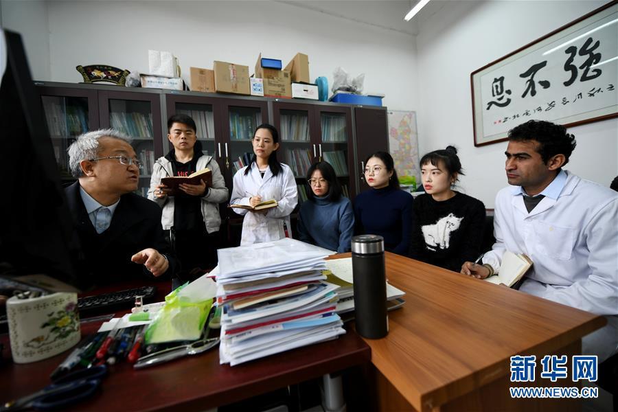 (在习近平新时代中国特色社会主义思想指引下 新时代新作为新篇章 总书记关切开放事 图文互动)(1)来中国 学种地 的 洋学生