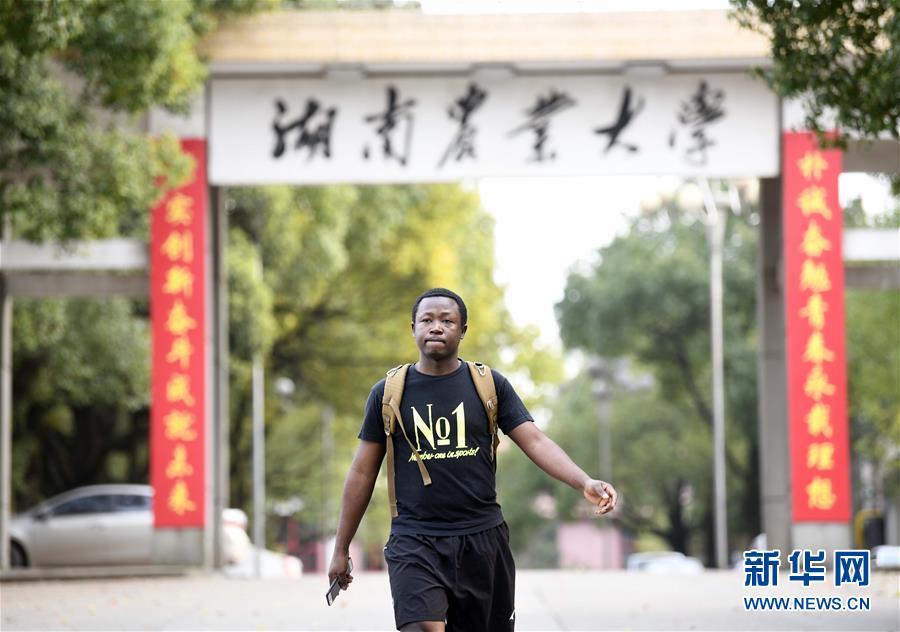 (在习近平新时代中国特色社会主义思想指引下 新时代新作为新篇章 总书记关切开放事 图文互动)(9)来中国 学种地 的 洋学生