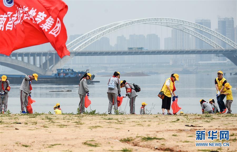 (在习近平新时代中国特色社会主义思想指引下——新时代新作为新篇章·总书记关切高质量发展·图文互动)(1)在蓝天白云下——污染防治攻坚战持续推进