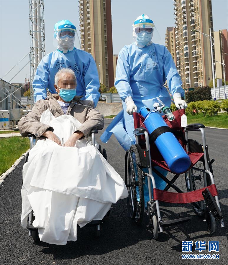 (新华全媒头条·图文互动)(3)风雨无阻向前进——写在全国疫情防控阻击战取得重大战略成果之际