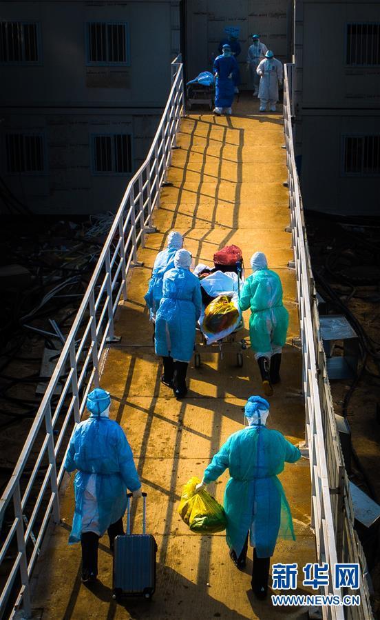 (新华全媒头条·图文互动)(9)风雨无阻向前进——写在全国疫情防控阻击战取得重大战略成果之际