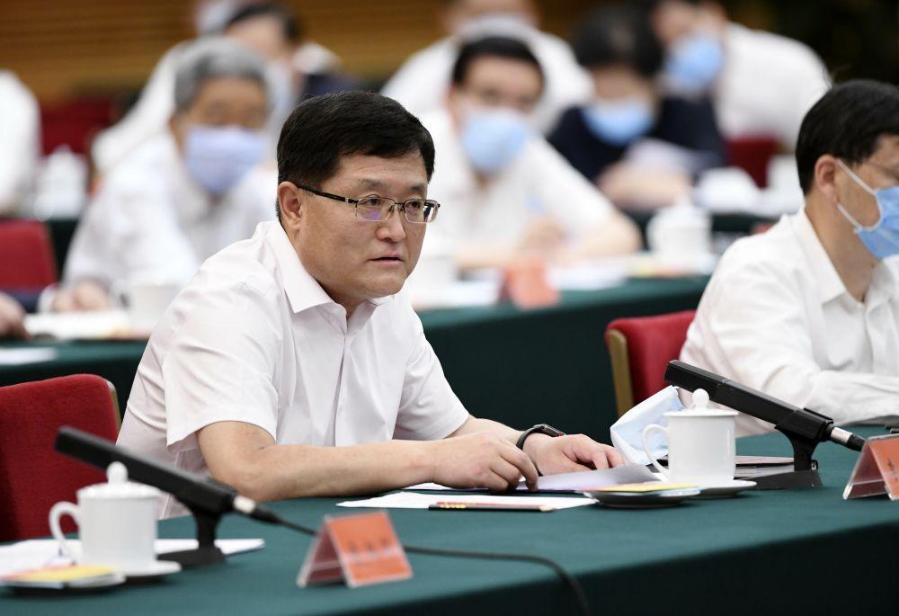 总书记主持专家学者座谈会强调构建起强大的公共卫生体系