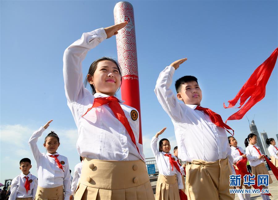 """(新华全媒头条·图文互动)(1)""""美丽的中国梦属于你们""""——以习近平同志为核心的党中央关心少年儿童工作纪实"""