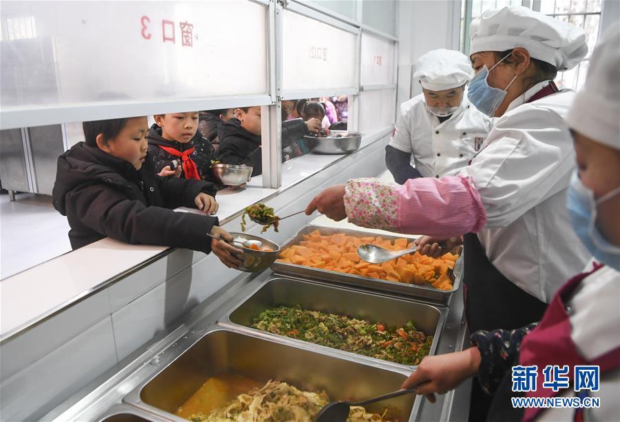 """(新华全媒头条·图文互动)(6)""""美丽的中国梦属于你们""""——以习近平同志为核心的党中央关心少年儿童工作纪实"""