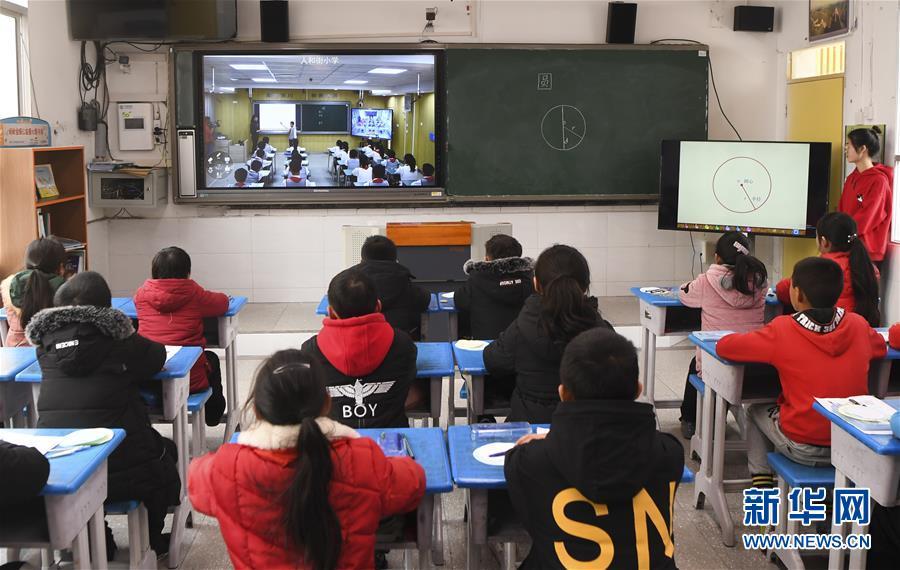 """(新华全媒头条·图文互动)(8)""""美丽的中国梦属于你们""""——以习近平同志为核心的党中央关心少年儿童工作纪实"""