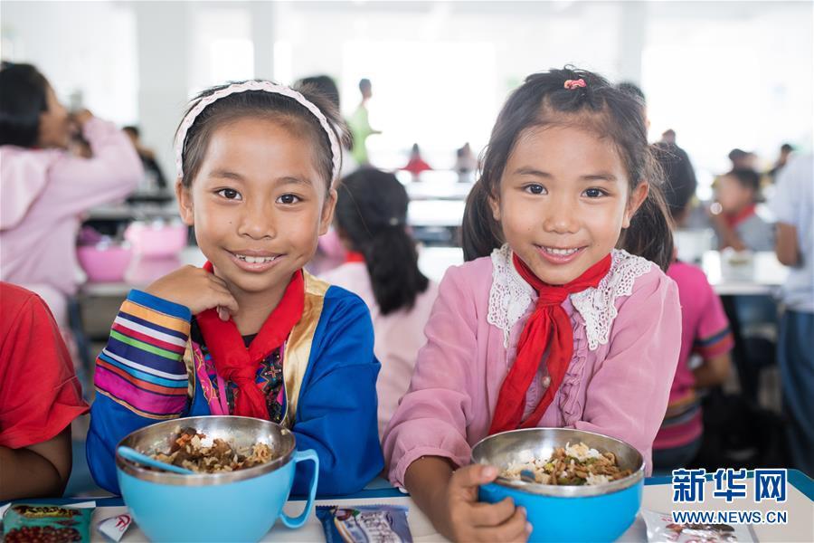 """(新华全媒头条·图文互动)(11)""""美丽的中国梦属于你们""""——以习近平同志为核心的党中央关心少年儿童工作纪实"""