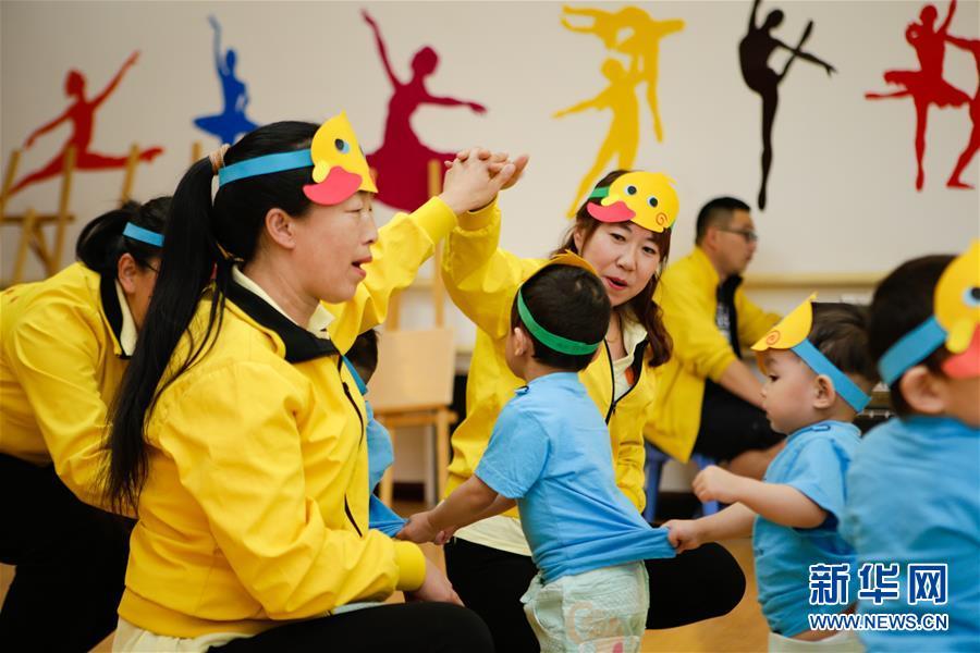 """(新华全媒头条·图文互动)(14)""""美丽的中国梦属于你们""""——以习近平同志为核心的党中央关心少年儿童工作纪实"""