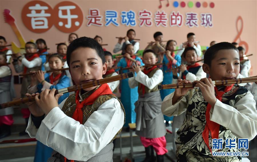 """(新华全媒头条·图文互动)(20)""""美丽的中国梦属于你们""""——以习近平同志为核心的党中央关心少年儿童工作纪实"""