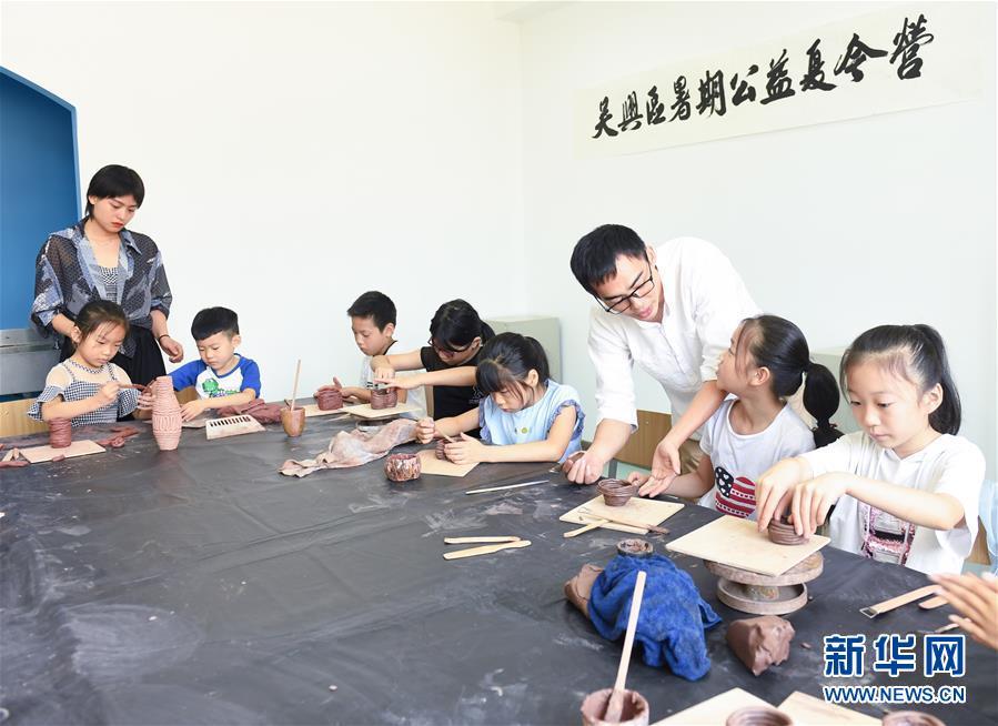"""(新华全媒头条·图文互动)(4)""""美丽的中国梦属于你们""""——以习近平同志为核心的党中央关心少年儿童工作纪实"""