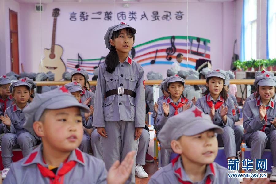 """(新华全媒头条·图文互动)(7)""""美丽的中国梦属于你们""""——以习近平同志为核心的党中央关心少年儿童工作纪实"""