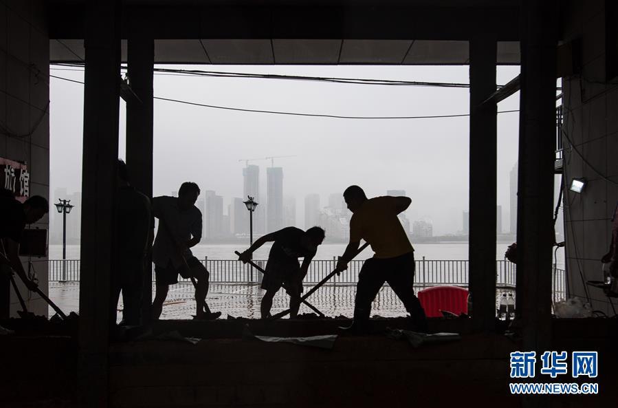 """(在习近平新时代中国特色社会主义思想指引下——新时代新作为新篇章·习近平总书记关切事·图文互动)(3)战疫魔,斗洪魔——湖北全力应对防疫、防汛叠加""""双考"""""""
