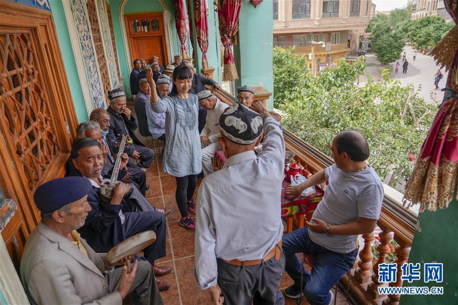 旗引天山南北 谱写发展新篇——以习近平同志为核心的党中央关心新疆工作纪实