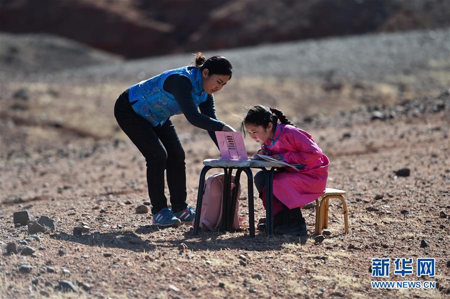 """(習近平的小康故事·新華視界·圖文互動)(7)""""讓每個人都有人生出彩的機會""""——習近平和人民教育的故事"""