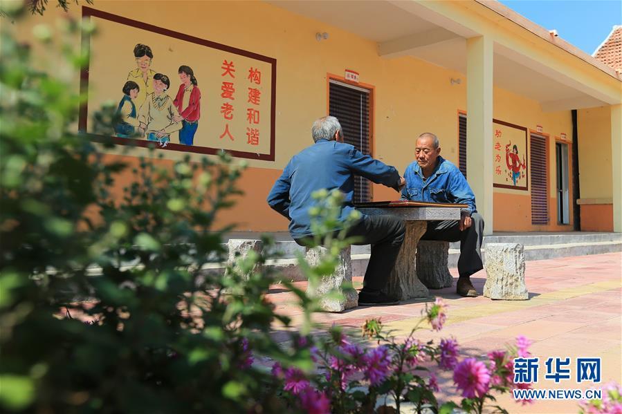 """(習近平的小康故事·新華網·圖文互動)(5)""""讓所有老年人都能有一個幸福美滿的晚年""""——習近平和尊老養老的故事"""