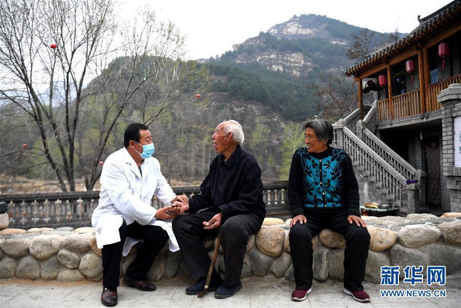 """(習近平的小康故事·新華網·圖文互動)(9)""""讓所有老年人都能有一個幸福美滿的晚年""""——習近平和尊老養老的故事"""