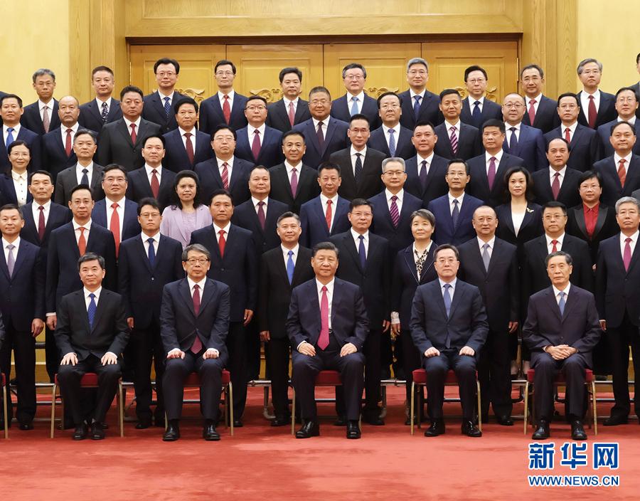 习近平会见全国优秀县委书记