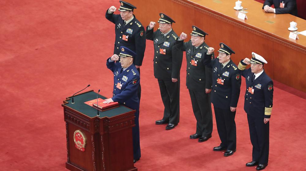 中央軍委副主席許其亮進行憲法宣誓