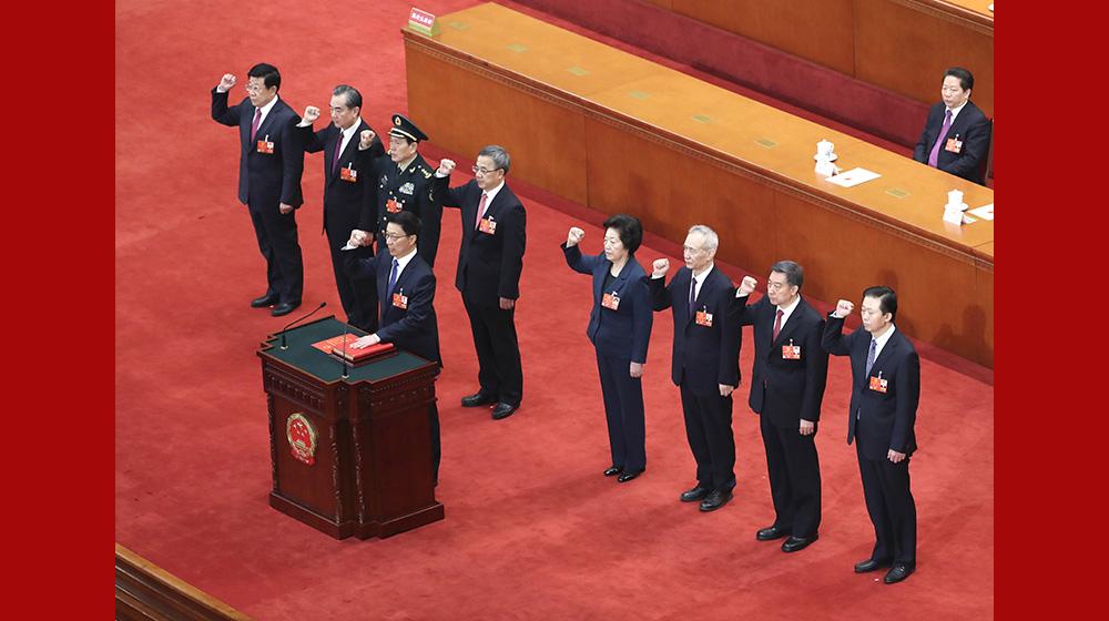 國務院副總理、國務委員、秘書長進行憲法宣誓