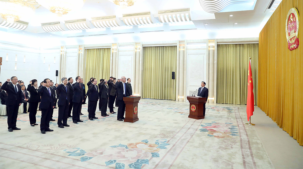 全國人大常委會舉行憲法宣誓儀式