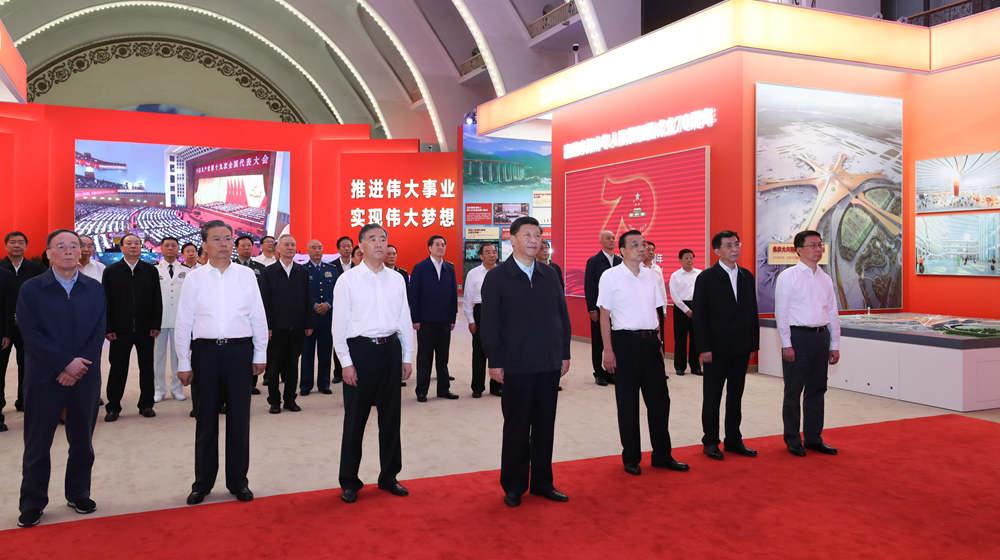 """習近平等黨和國家領導人參觀""""偉大歷程 輝煌成就——慶祝中華人民共和國成立70周年大型成就展"""""""