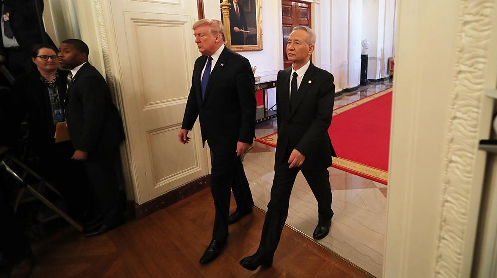 劉鶴與特朗普步入白宮東廳