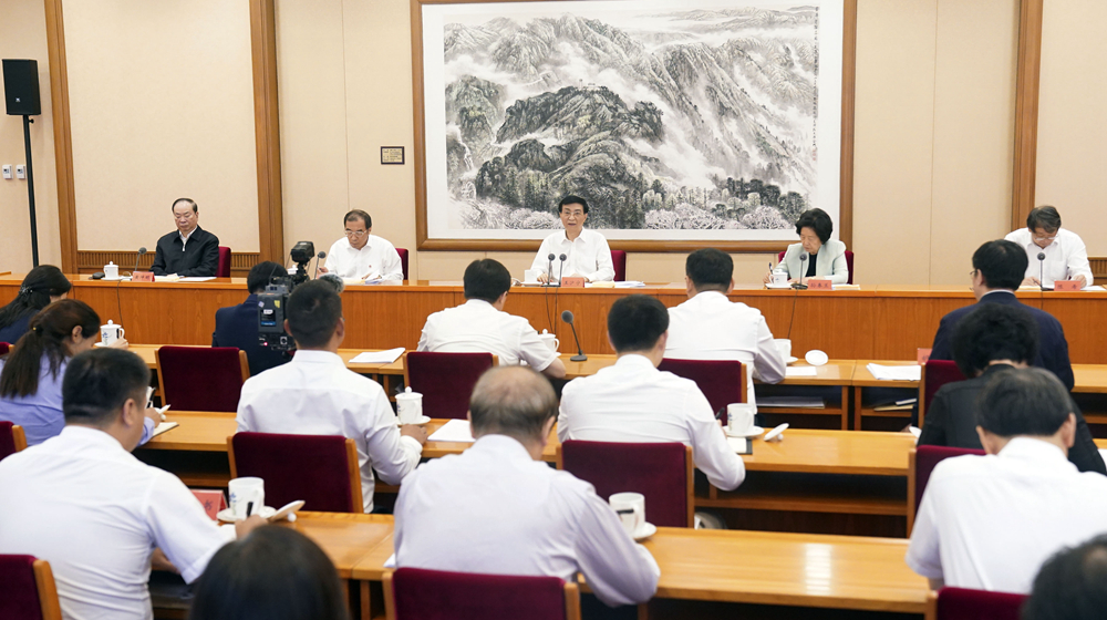王滬寧出席疫情防控工作優秀黨員和優秀基層幹部座談會並講話