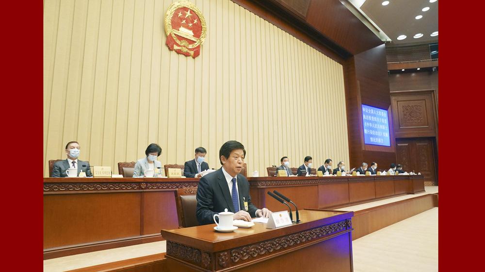 十三屆全國人大常委會第二十二次會議舉行第二次全體會議 栗戰書作關于檢查土壤污染防治法實施情況的報告
