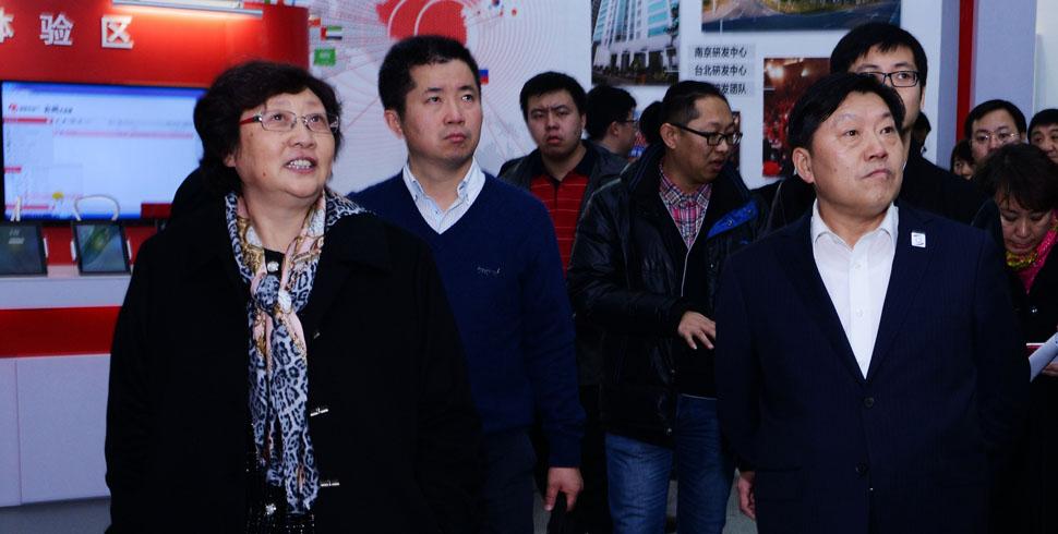 魯煒部長參觀網絡安全公眾體驗展