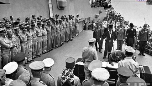 珍貴歷史時刻:日本向盟軍投降儀式