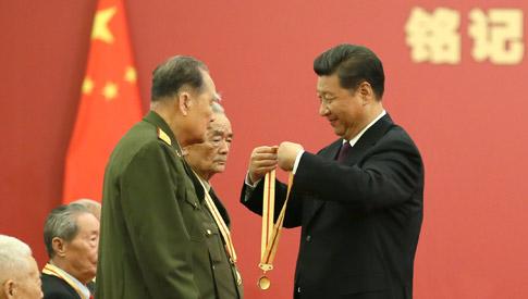 習近平頒發中國人民抗日戰爭勝利70周年紀念章