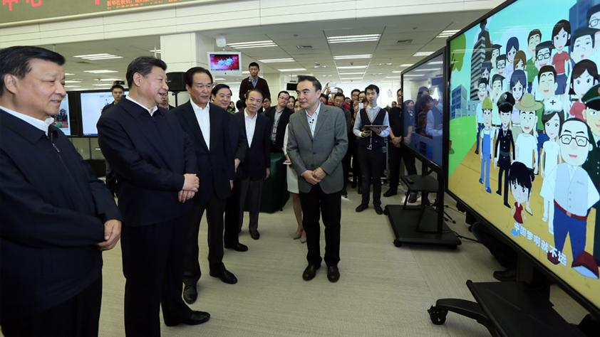 習近平在新華社觀看新聞信息産品展示