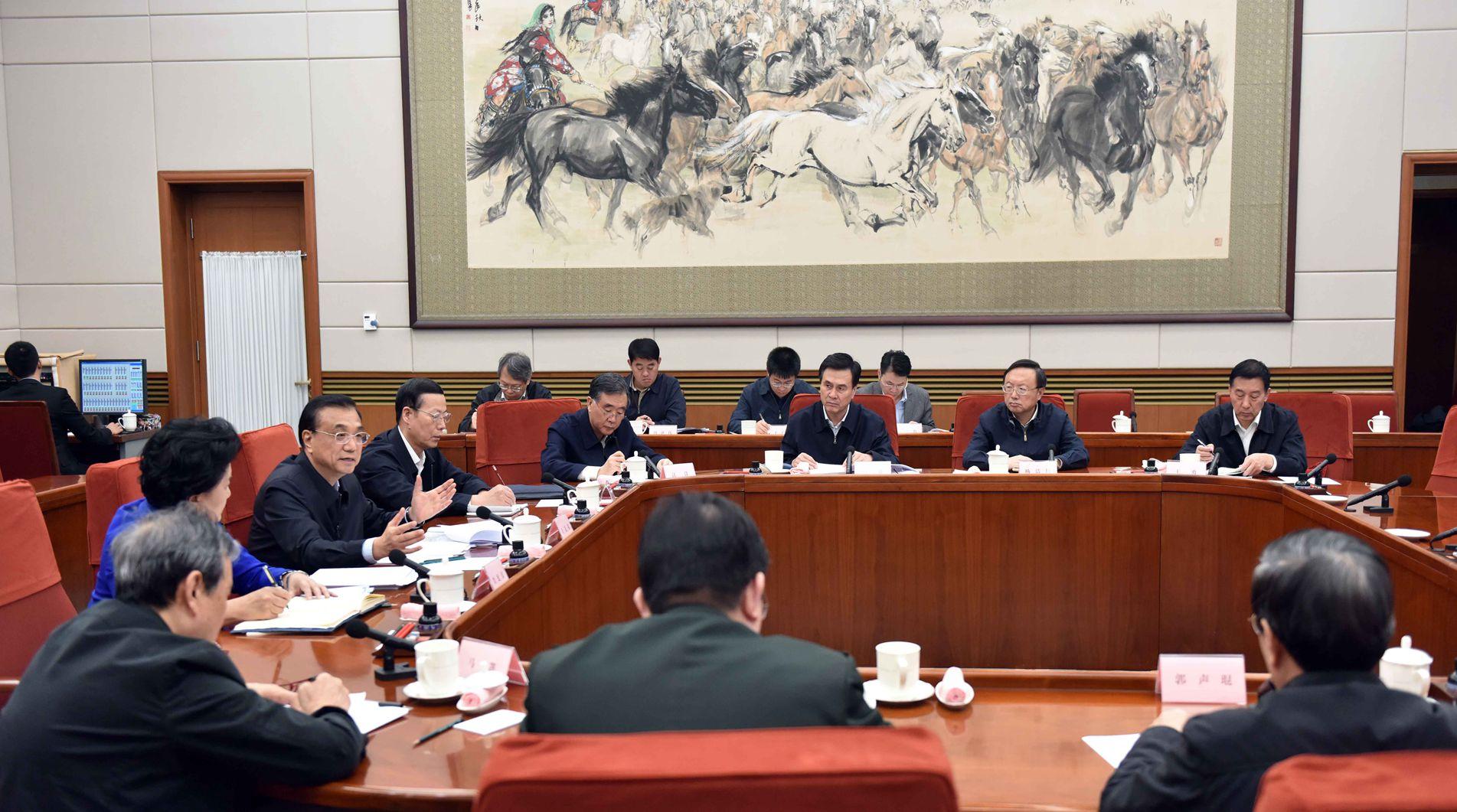 李克强主持召开中共国务院党组会议并讲话