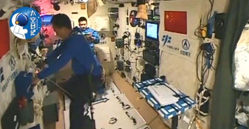 中��人首次太空跑步 景海�i�B跑一小�r