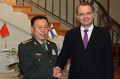 范長龍與芬蘭國防部長尼尼斯特舉行會談