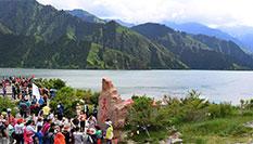 新疆:天山天池享美景