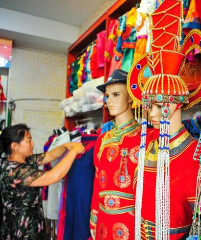 走向现代的蒙古族服饰