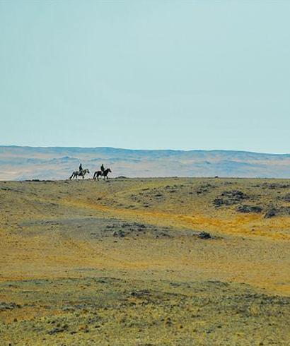 内蒙古牧民阿迪亚一家两代接力放牧守边